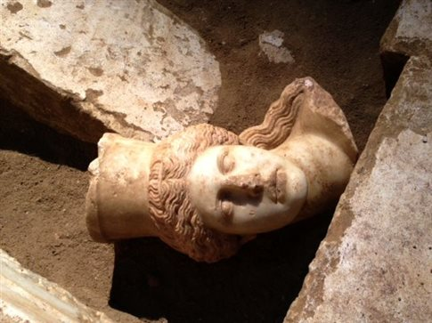 Αμφίπολη: Παρουσία τυμβωρύχων δείχνει η κεφαλή της Σφίγγας