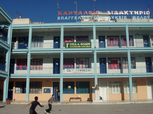 Σχολική ζωή ως ...νομάδες ~ Σε κατάληψη το 1ο ΕΠΑΛ ΒΟΛΟΥ