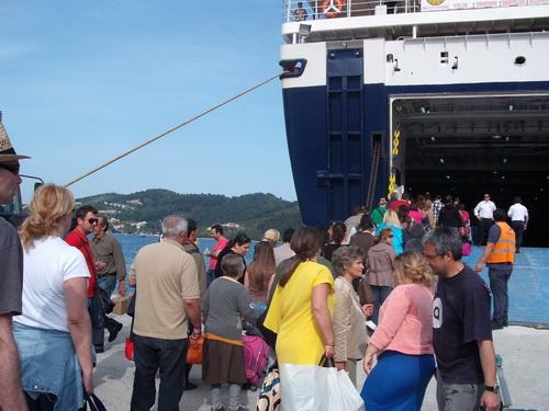 Eνα πλοίο στη γραμμή ~ Ο «Πρωτέας» θα τροφοδοτεί τα νησιά
