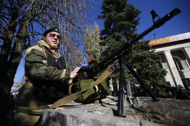 Κίεβο: Ρωσικά άρματα μάχης εισέβαλαν στην ανατολική Ουκρανία