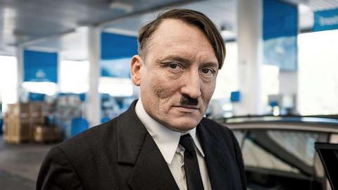 Ο σωσίας του Χίτλερ που αναστατώνει τους Γερμανούς