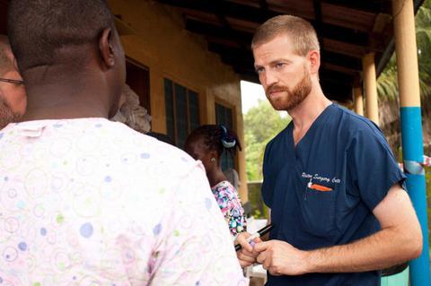 Ο γιατρός που νίκησε τον Εμπολα και τώρα προσφέρει το αίμα του