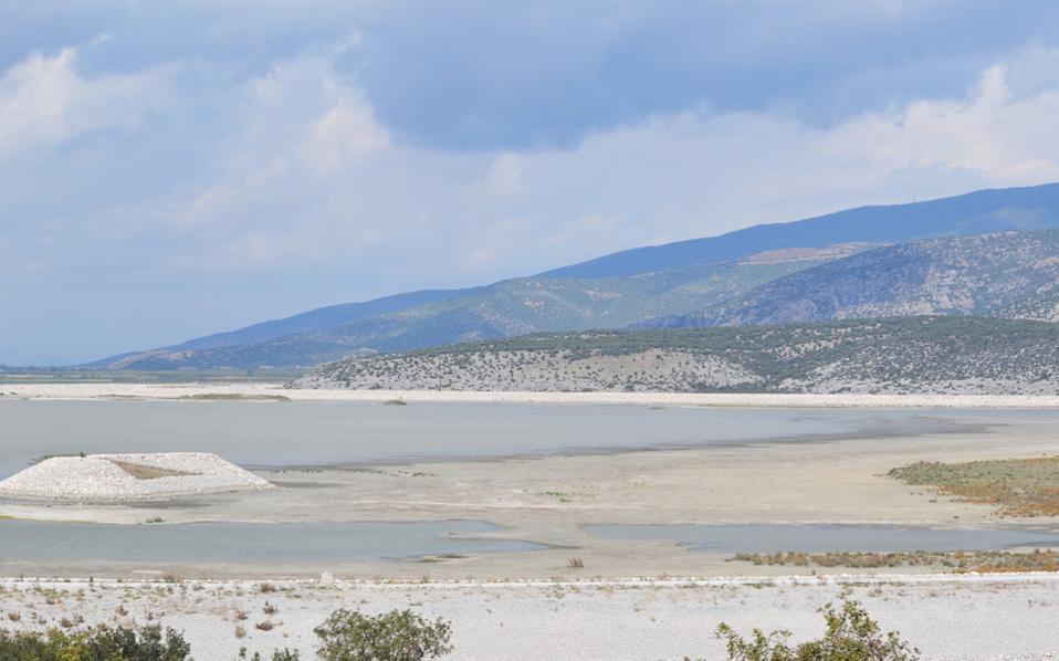Στα 15 εκ. η στάθμη της Κάρλας ~ Νέο SOS για τη ζωή της λίμνης
