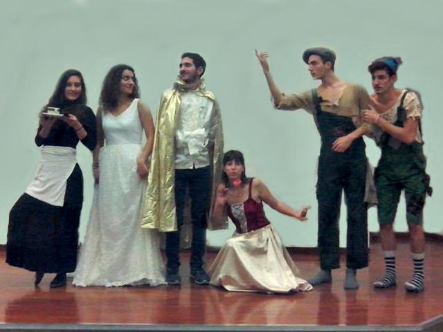2eca19893f7 Θεατρική παράσταση «Τα καινούργια ρούχα του βασιλιά»