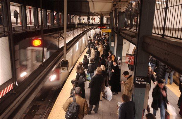 Νέα Υόρκη: Αγνωστος έσπρωξε 61χρονο στις ράγες του μετρό