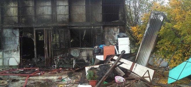 Τρίκαλα: Στις φλόγες διώροφο σπίτι