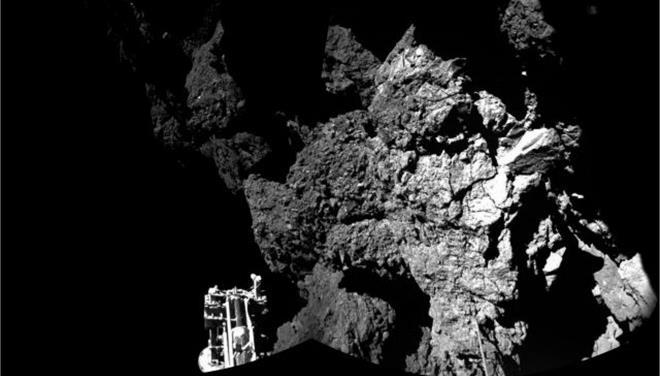 To Philae «κοιμήθηκε» αλλά το Rosetta συνεχίζει να ακολουθεί τον κομήτη