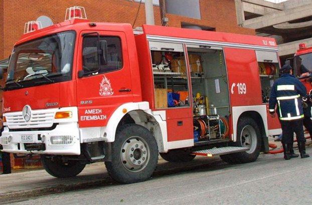 Υπό μερικό έλεγχο η πυρκαγιά σε εργαστήριο στου Ρέντη