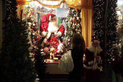 Στις 13 Δεκεμβρίου ξεκινά το εορταστικό ωράριο των καταστημάτων