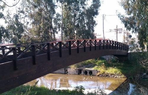 Τοποθετούνται πεζογέφυρες στον Κραυσίδωνα
