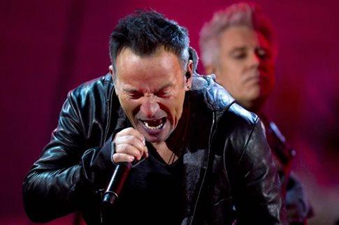 Ο Μπρους Σπρίνγκστιν «έγινε» Μπόνο τραγούδησε με τους U2