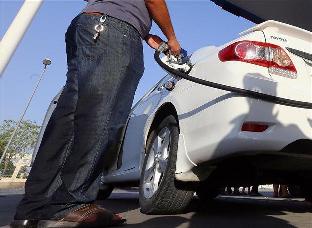 Bloomberg: Την 13η πιο ακριβή βενζίνη πληρώνουν οι Ελληνες