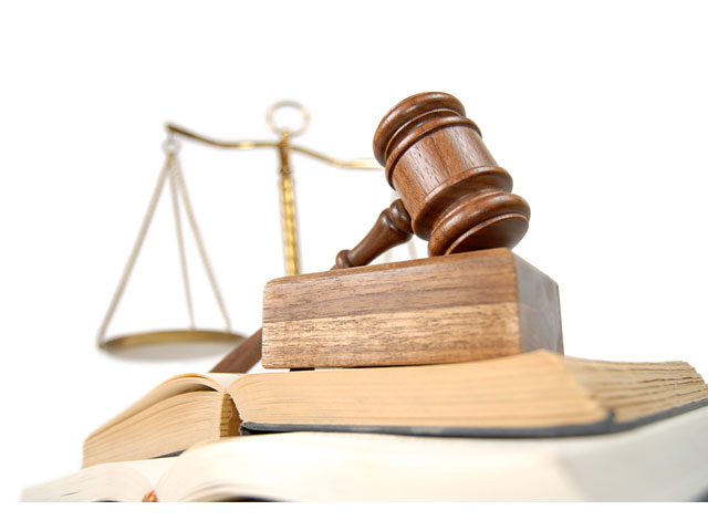 Προσέλαβε δικηγόρο σε βάρος συναδέλφου της