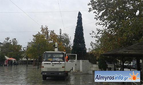 Σε ρυθμό Χριστουγέννων η πόλη