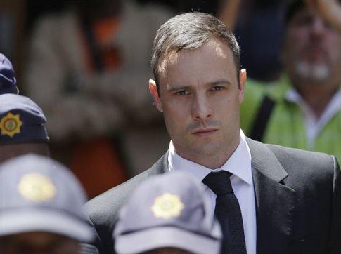 Ακατάλληλη η ποινή του Πιστόριους, λέει εισαγγελέας ζητώντας αναθεώρηση