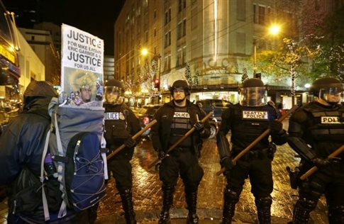 Δεκάδες συλλήψεις στην Καλιφόρνια σε διαδηλώσεις κατά της αστυνομικής βίας