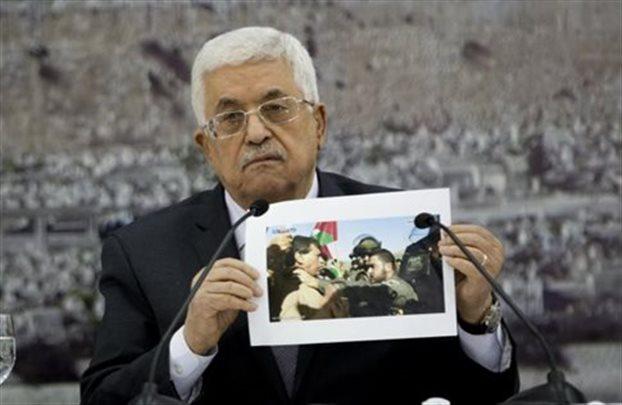 «Όλα ανοικτά» δηλώνει ο Αμπάς μετά τον ξυλοδαρμό παλαιστίνιου υπουργού