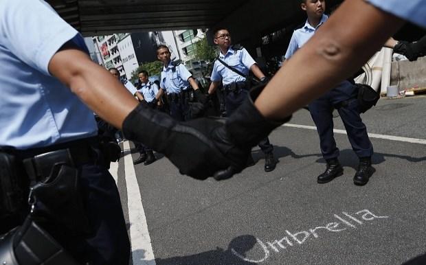 Ξηλώνονται τα οδοφράγματα του κεντρικού μπλόκου στο Χονγκ Κονγκ