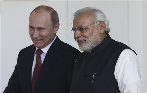 Ο Πούτιν για «μπίζνες» στην Ινδία, και μαζί του... κι ο «ηγέτης της Κριμαίας»