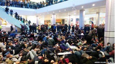 Συνελήφθησαν 76 διαδηλωτές στο Λονδίνο σε διαμαρτυρία για τον Έρικ Γκάρνερ