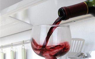 Γιατί το αλκοόλ το βράδυ αναστατώνει τον ύπνο