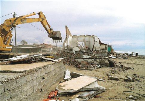 Αυθαίρετα κατεδαφίστηκαν σε παραλίες της Αχαΐας