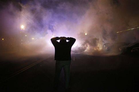 Η αστυνομία του Φέργκιουσον καλείται να προειδοποιεί πριν τη ρίψη δακρυγόνων