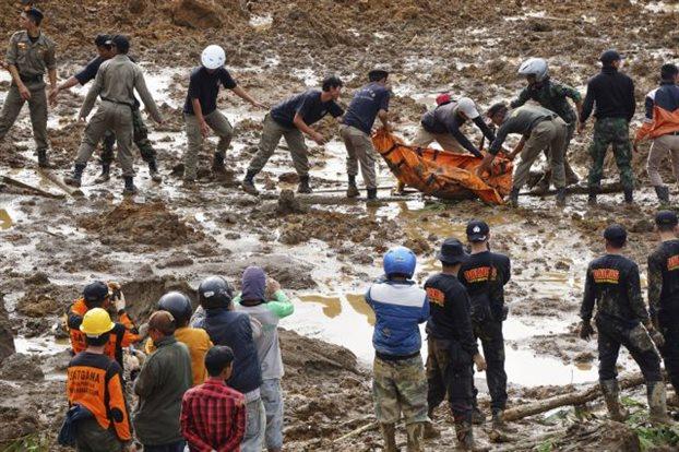 Ινδονησία: Επτά νεκροί και τουλάχιστον 108 αγνοούμενοι