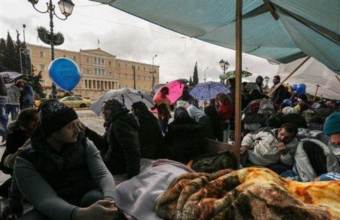 Διακινητές μπλοκάρουν τη διαδικασία ασύλου, καταγγέλλουν σύροι πρόσφυγες