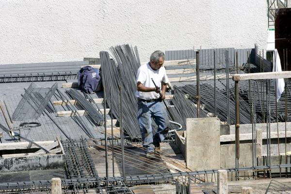 Δύο  μέτρα και δύο σταθμά η  απασχόληση στην οικοδομή