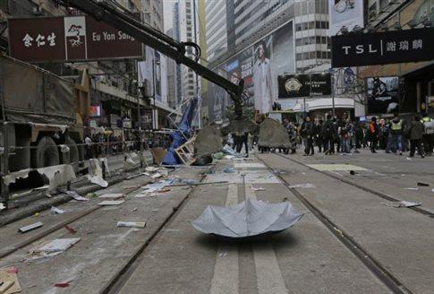 Χονγκ Κονγκ: Η αστυνομία ξήλωσε και τον τελευταίο χώρο των διαδηλώσεων