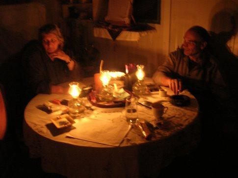 Χριστούγεννα στο σκοτάδι για τρεις σεισμόπληκτες οικογένειες στην Νίκαια