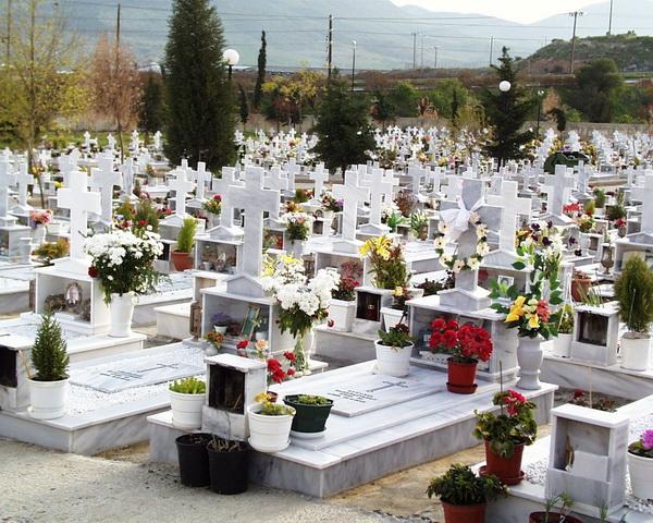 Νεκροί ξεχασμένοι έως 12 χρόνια στα κοιμητήρια του Βόλου