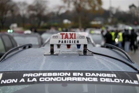 Ταξί «πολιορκούν» το Παρίσι κατά του Uber - απαγορεύεται το UberPOP το 2015