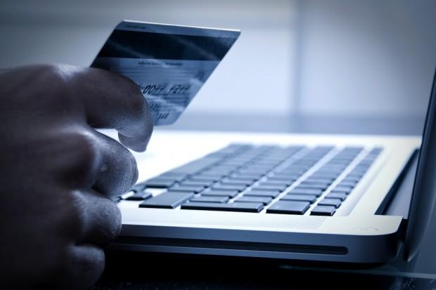Οι Έλληνες αυξάνουν τις αγορές μέσω διαδικτύου