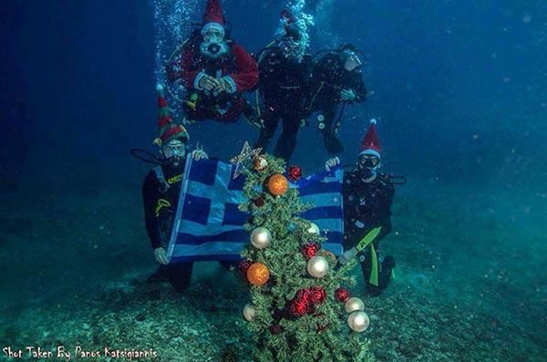 Χριστουγεννιάτικο δέντρο στο… βυθό