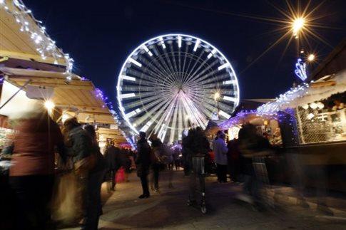 Βαν «εφόρμησε» σε χριστουγεννιάτικη αγορά στη Γαλλία
