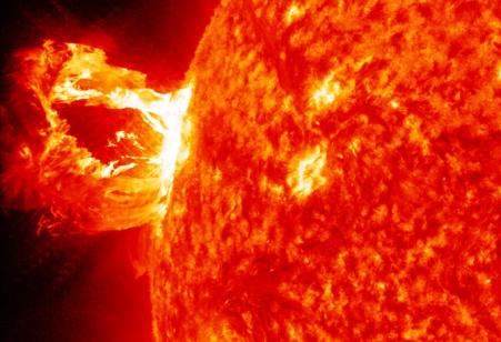 """Η ηλιακή έκρηξη της 19ης Δεκεμβρίου από τα """"μάτια"""" της NASA"""