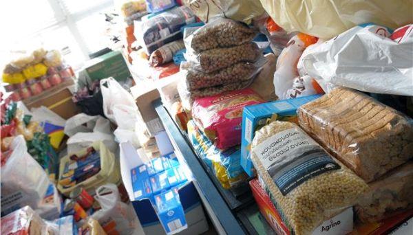 Διανεμήθηκαν 2.500 δέματα σε άπορες οικογένειες