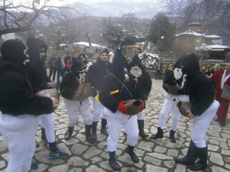 Οι καλικάντζαροι... βγήκαν στα Τρίκαλα!