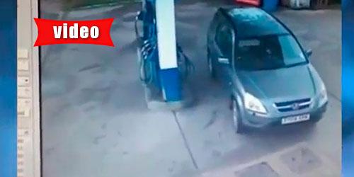 Η οδηγός που δεν μπορεί να βρει πώς θα βάλει βενζίνη