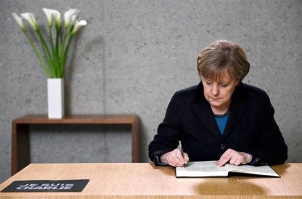Αναβάλλεται η συνάντηση Ολάντ - Μέρκελ