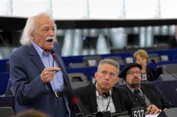 Μ.Γλέζος: Παραμένω στο Ευρωπαϊκό Κοινοβούλιο