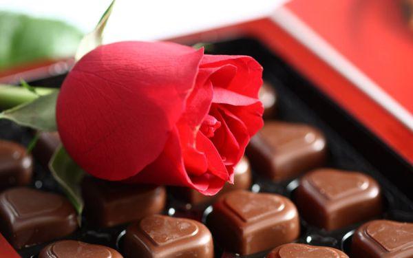 Λιγότερα λουλούδια και γλυκά στην περίοδο των γιορτών