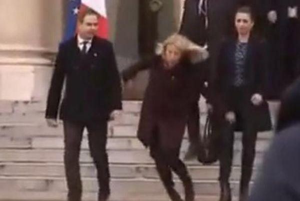 Η τούμπα της Δανέζας πρωθυπουργού στο Μέγαρο των Ηλυσίων