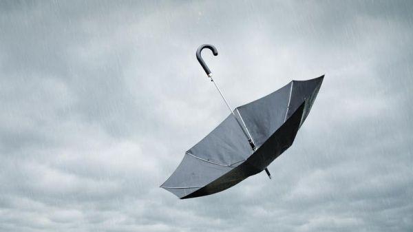 Θυελλώδεις άνεμοι στα νησιά, έδεσαν πλοίο και Flying Cat