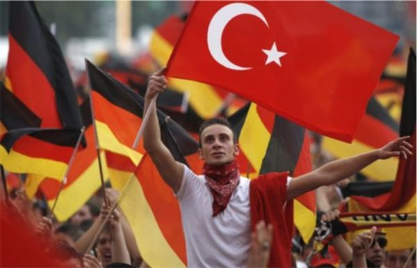 BBC: διακρίσεις και ρατσισμός ανησυχούν τους Τούρκους της Γερμανίας