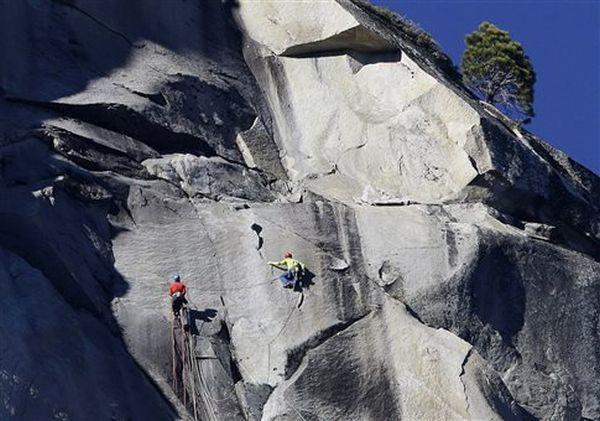 Αναρρίχηση χωρίς εργαλεία στον Ελ Καπιτάν των 914 μέτρων