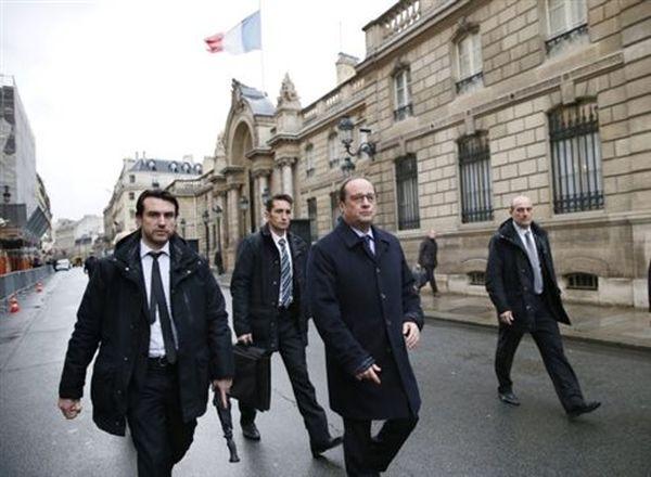 Αστυνομικός χτυπήθηκε σκόπιμα από αυτοκίνητο στο γαλλικό προεδρικό μέγαρο