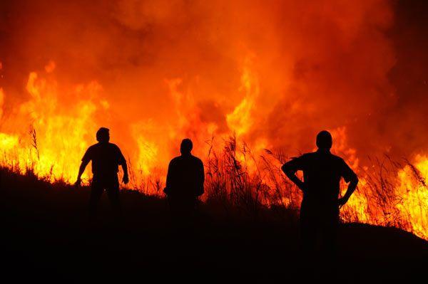 Στις φλόγες τυλίχθηκε αποθήκη στα Καλά Νερά